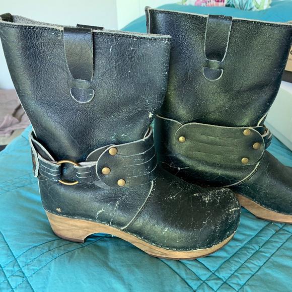 b2c6d04bdf542 Sanita Black Leather Distressed Moto Mohawk Boots